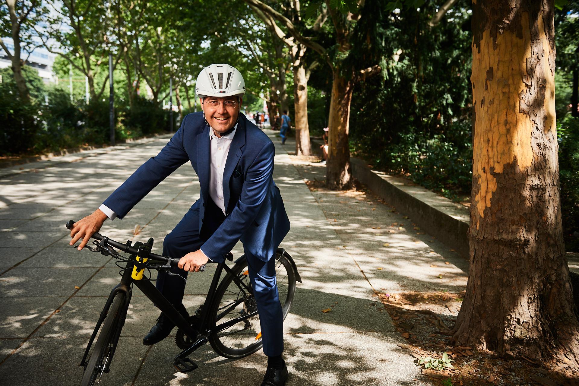 Matthias Seidl auf einem Fahrrad